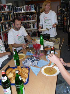 Ein gemeinsames Mittagessen mit DER Kartoffelsuppe für unsere Helfer. Eine super Aktion, vielen Dank!