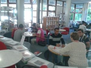 Sieben Lernpaten trafen sich heute Nachmittag wieder mit ihren Kleingruppen in der Bücherei