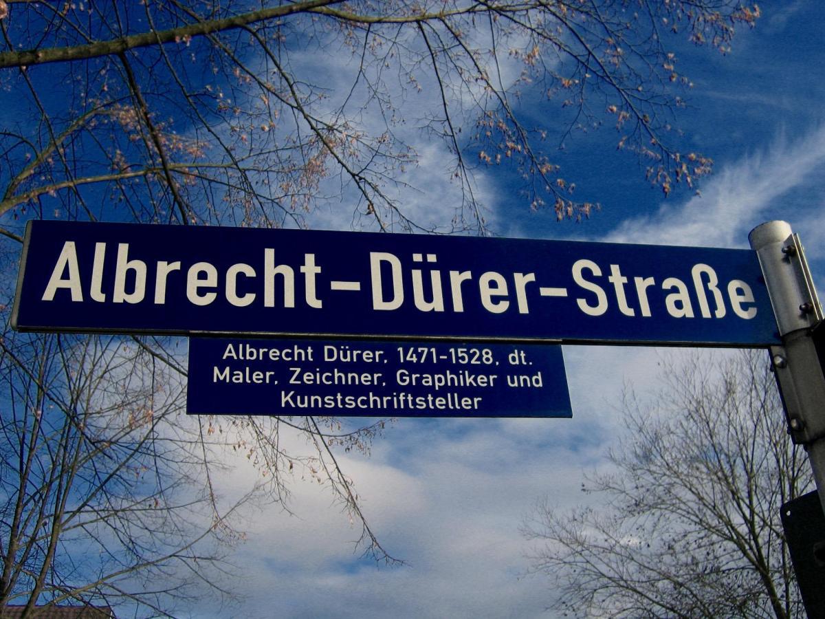 Straßenbilder - Mozart, Marx und ein Diktator